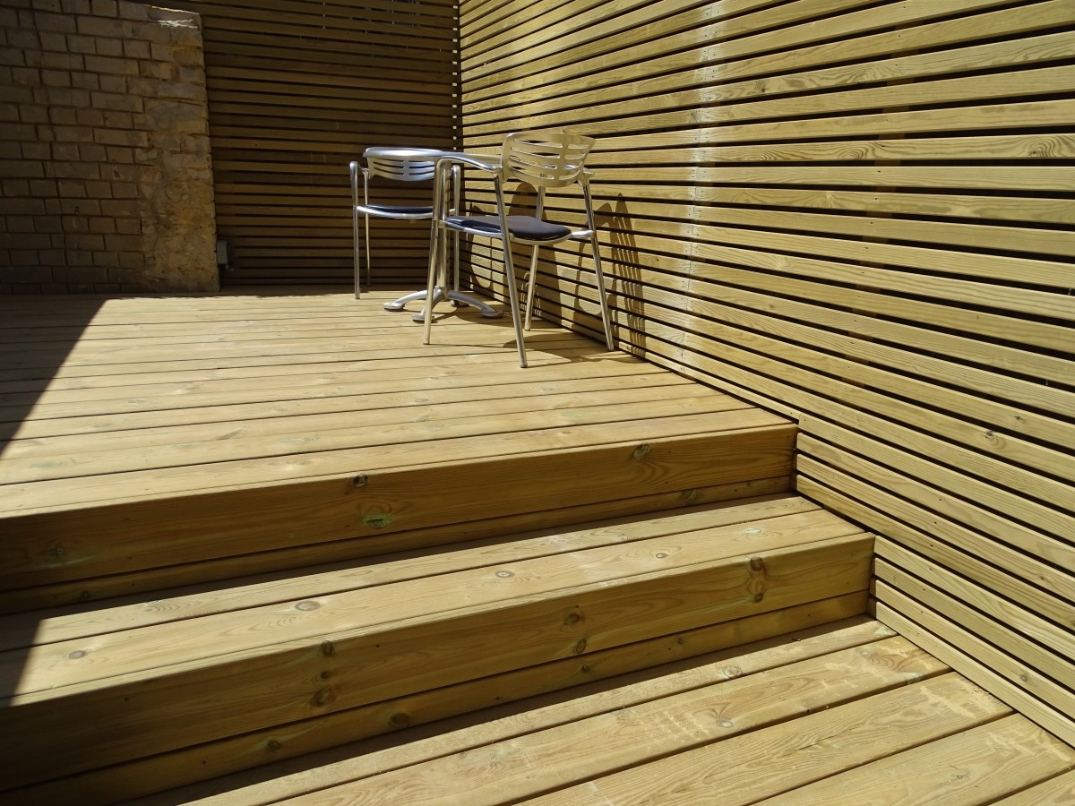 Modern London Garden Slat Screen Fence and Redwood Decking and Steps Oilcanfinish