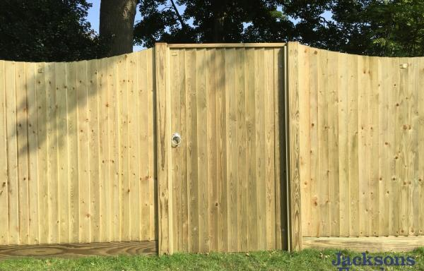 Jacksons Fencing Flat Top Featherboard Gate