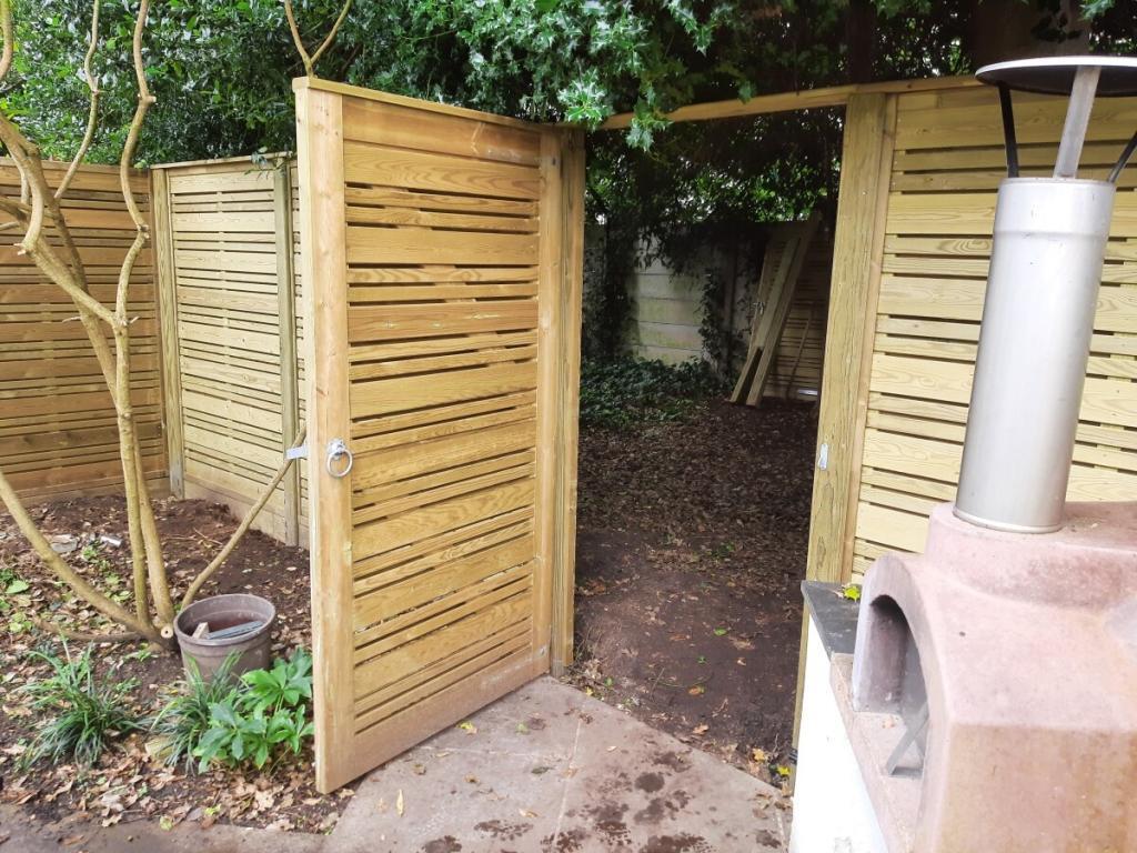 Jacksons Fencing Urban Garden Gate Oilcanfinish Landscaping